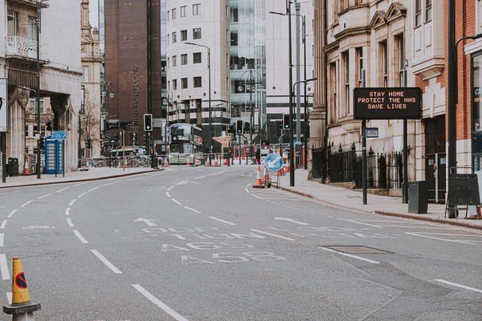 Empty street in England, photo: Dan Burton on Unsplash