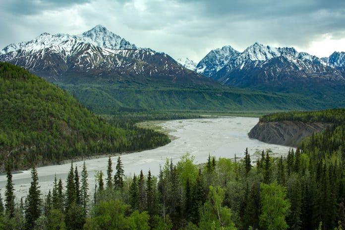 Alaska, photo: Elijah Hiett on Unsplash