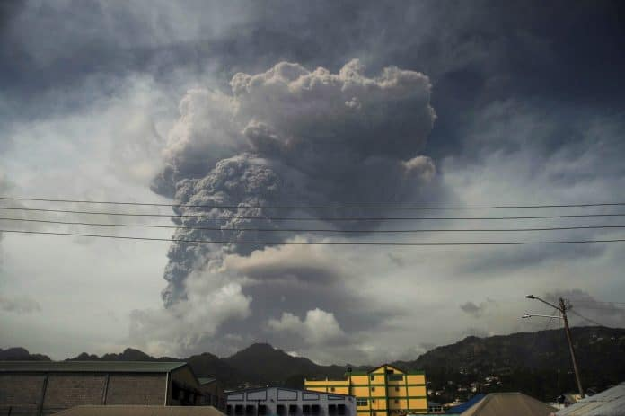 Ash and smoke after La Soufriere volcano erupts on St. Vincent, photo: Reuters/Robertson S. Henry