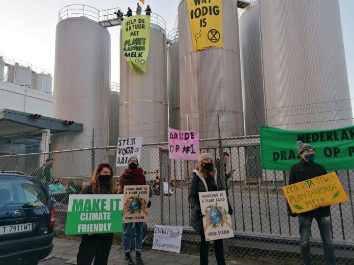 Animal Rebellion and Extinction Rebellion in front of a dairy factory of FrieslansCampina, photo: Marjolein Moeijes