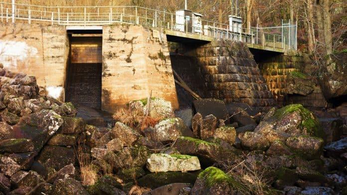 Hydroelectric dam, photo: Reimphoto via Canva